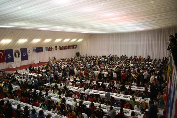 Il salone che ospita i mondiali giovanili 2009 (foto wycc2009.tsf.org.tr)